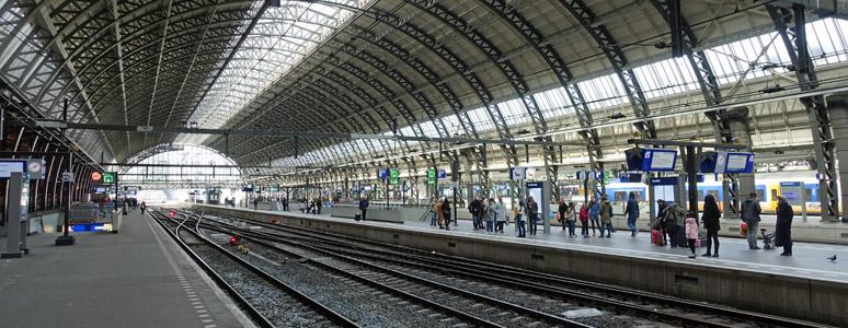 阿姆斯特丹中央车站的2号和4号平台