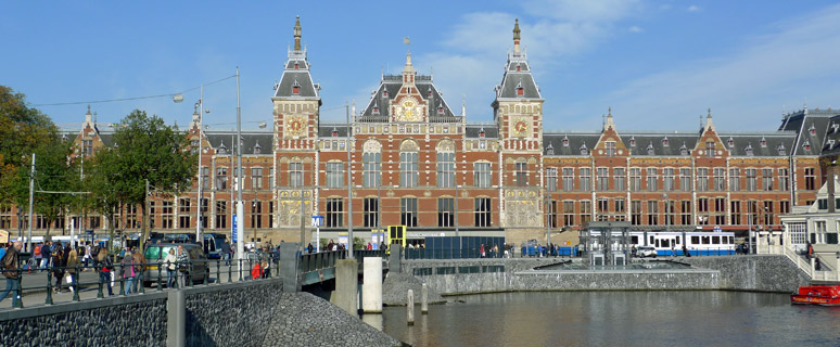 Amsterdam Centraal station, exterior
