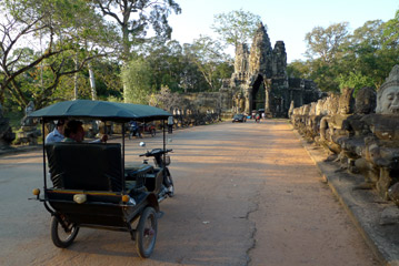 Tuk tuk approaching the gate into Angkor Thom
