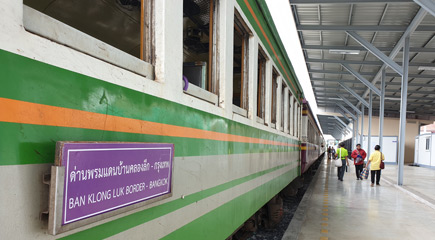 The train from Bangkok arrived at Ban Kloing Luk