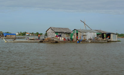 Floating houses seen from the speedboat to Siem Reap