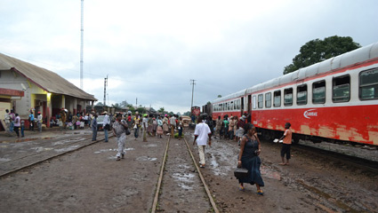 Train to Kumba boarding at Mbanga