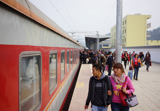 Boarding the train to Kunming at Hekou North