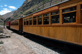 Tourist train from Alausi over the Devil's Nose in Ecuador