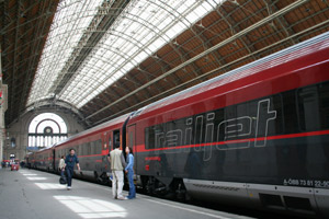 The morning RailJet from Munich has arrived in Budapest.