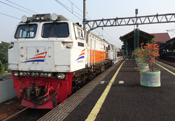Locomotive at the fron of the Argo Dwipangga at Gambir