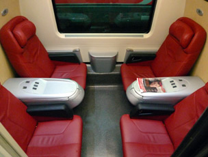 A 4-seat Business class 'salottino' on a Trenitalia Frecciarossa