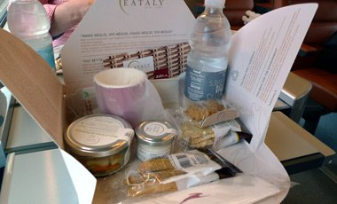 Eataly lunch box on an Italo train
