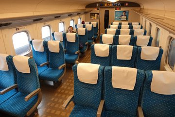 Ordinary class seats on an N700A shinkansen