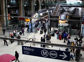 Paris Gare du Nord, showing the way to the metro & RER