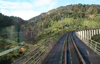 A Wellington to Auckland Overlander crosses to Hapuawhenua Viaduct