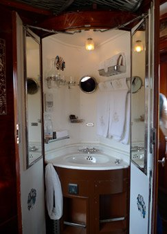 Washstand in a compartment of an LX-type sleeping-car