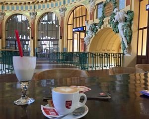 布拉格Hlavni站的咖啡馆咖啡日