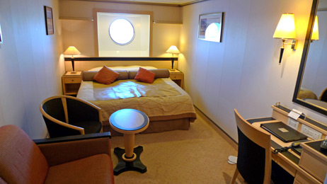 Queen Mary 2:  Standard inside stateroom
