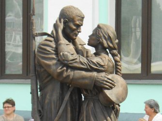 Statue at the Byelorussia station, Moscow