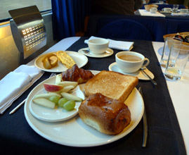 Breakfast on the Paris-Madrid trainhotel
