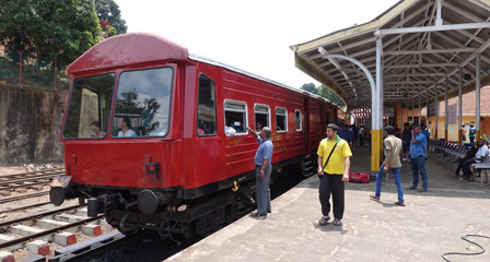 Oobservation car at Peradeniya Junction
