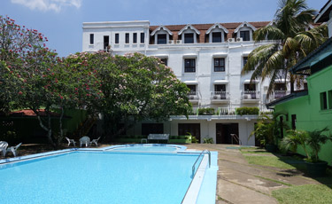 Queen's Hotel Kandy:  the swimming pool