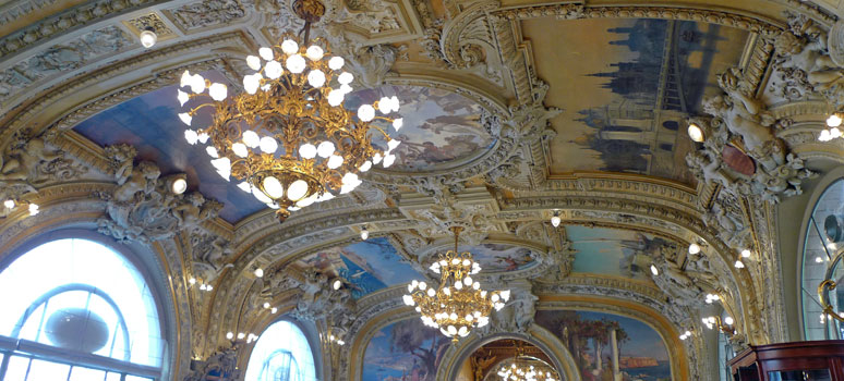 Ceiling at the Train Bleu restaurant