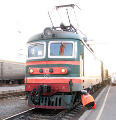 Skoda CHS2 locomotive on train 4