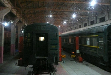 Train 4 in the gauge-changing shed at Erlian