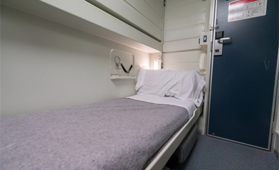 Preferente sleeper set up as a single-berth