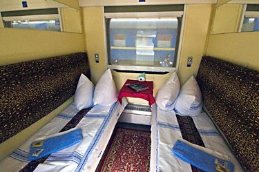 2-berth spalny vagon sleeper on the Lviv to Kiev overnight train