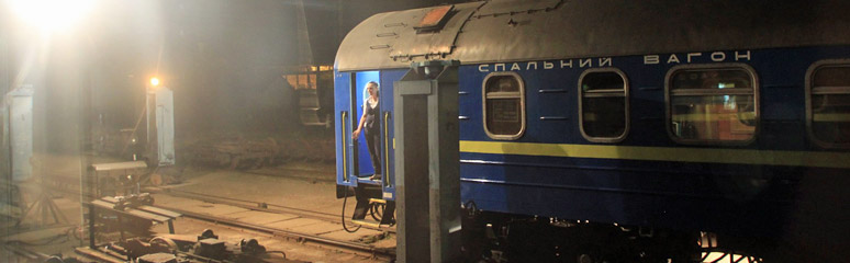 The Vienna-Kiev sleeping-car has its wheels changed at Chop