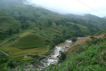 Scenery on the road transfer from Lao Cai to Sapa