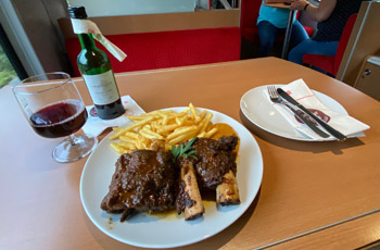 Beef ribs and Spatburgunder red wine on the Amsterdam to Berlin InterCity train