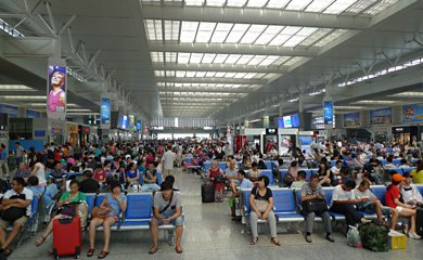 Shanghai Hongqiao station departures hall