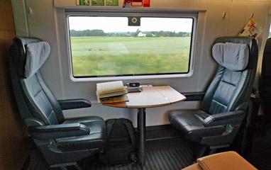 Table de 1ère classe pour deux dans le train ICE Berlin-Vienne