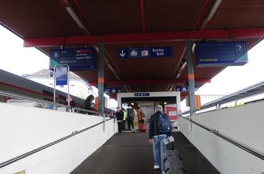 日内瓦站,可爬至7和8号平台