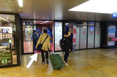 日内瓦站前往法国7和8号站台的入口