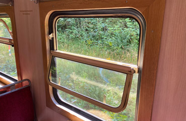 Opening windows in a Harz Railway HSB carriage