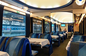 The restaurant car of the Hungaria from Berlin to Budapest