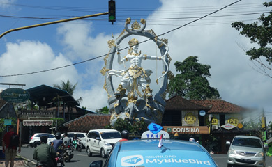Hindu statue at road junction, Bali