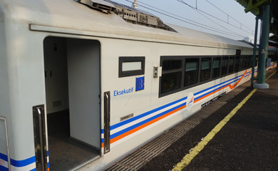 Eksekutif class car at Gambir