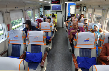 Eksekutif class seats on train to Yogyakarta