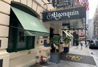 Algonquin Hotel, New York - entrance