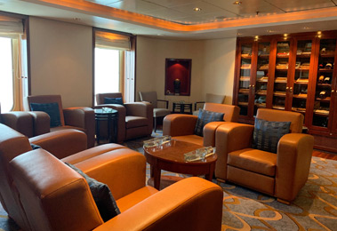 QM2 Churchill Cigar Lounge