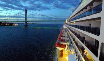 The QM2 approaches the Varrazano Narrows suspension bridge