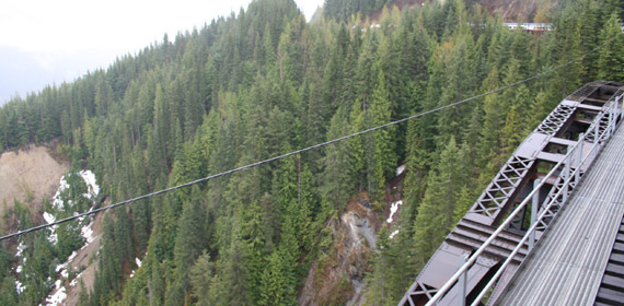 Rocky Mountaineer crosses the Stoney Creek Bridge